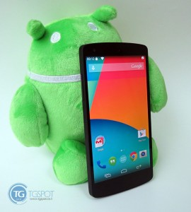 Nexus-5-next-to-android-doll