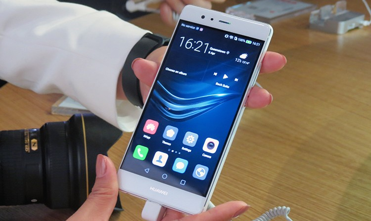 Huawei P9 front hands on