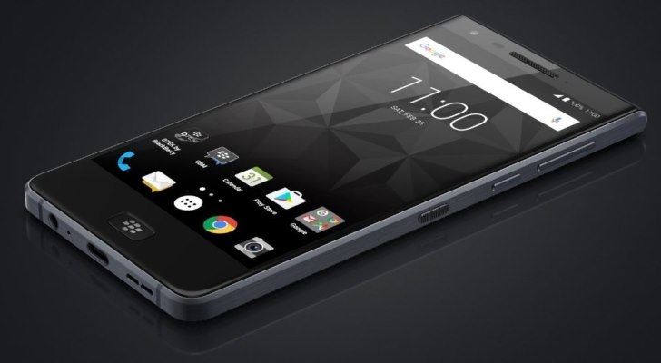 BlackBerry Motion מבית TCL